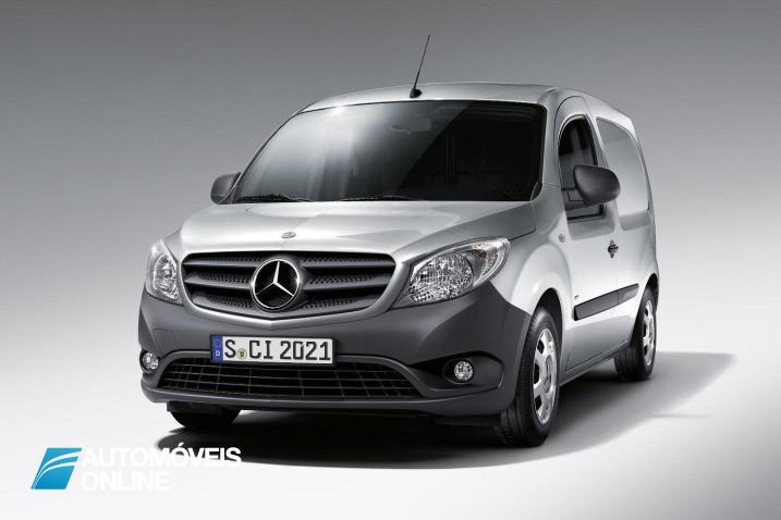 Mercedes com Motor e chassis Renault