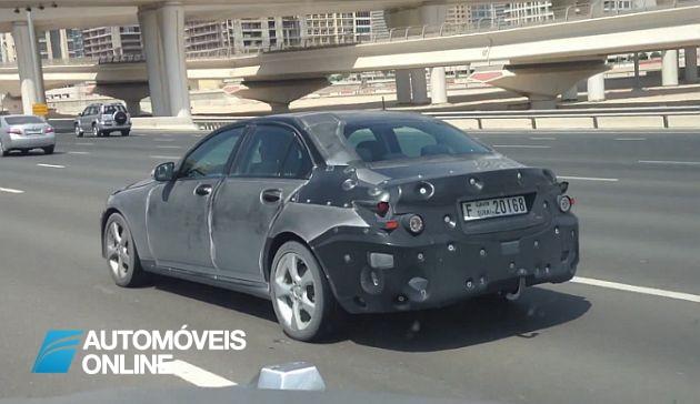 Novo Mercedes Classe C em testes no Dubai