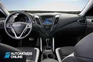 2013 Hyundai Veloster Turbo Driving view interior frente