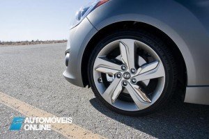 Hyundai Veloster Turbo Driving view jante especial