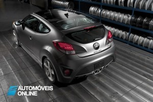 2013 Hyundai Veloster Turbo Driving view traseira superior
