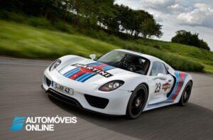 Porsche 918 com pintura Martini