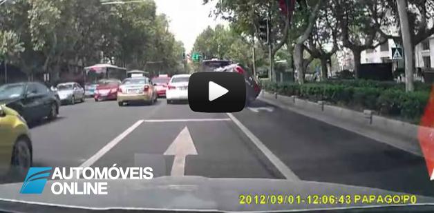 """Insólito! Vídeo mostra acidente à velocidade """"caracol"""""""