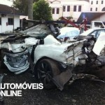 Acidente violento dois Nissan GT-R vista traseira mortes 2012