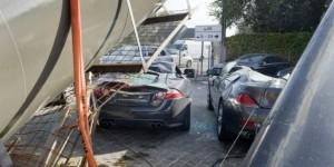 Carros destruidos stand
