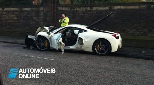 Depois da Lua-de-mel desfaz Ferrari ao marido