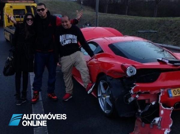 Chateado Quem é que fica chateado por destruir um Ferrari 458 Itália