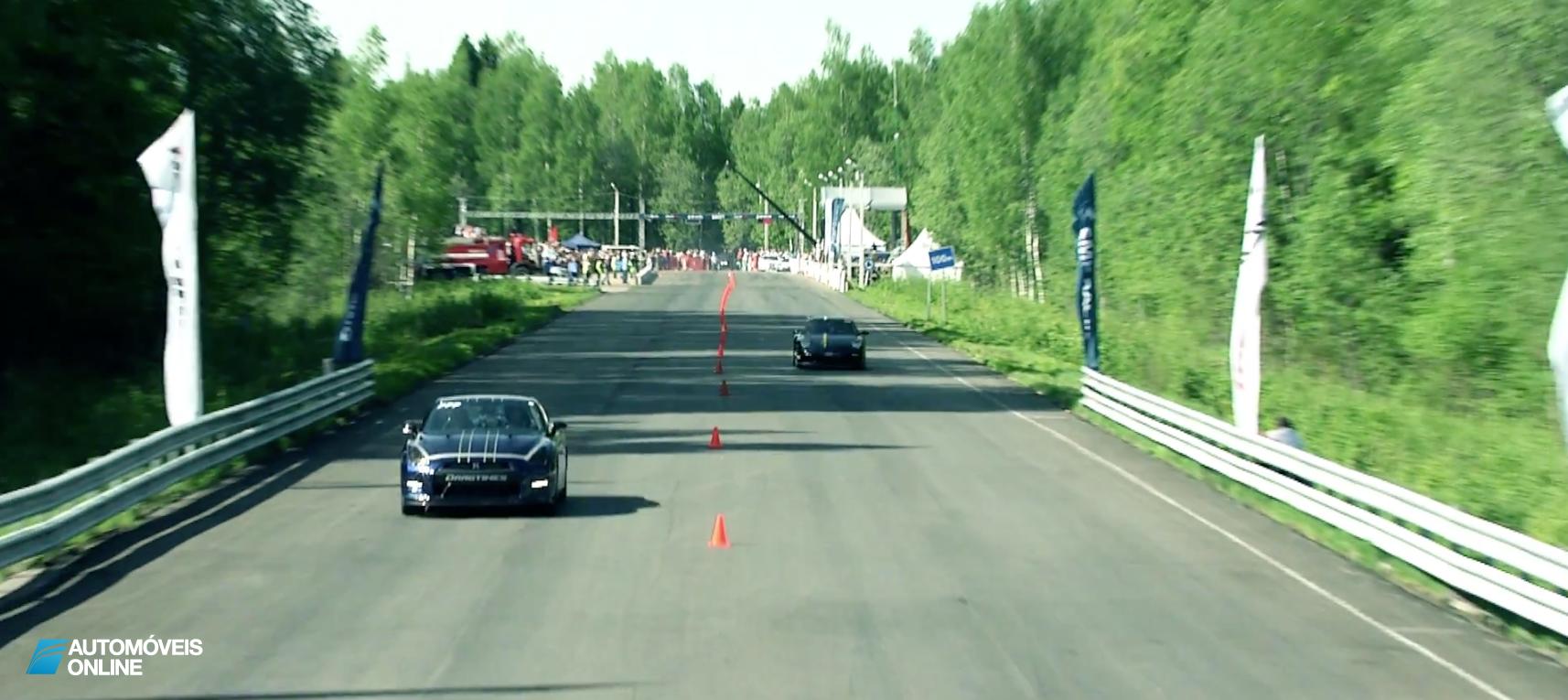 Vídeo espectacular! Nissan GT-R Alpha 12+ bate recorde do mundo aos 328 Km h Automoveis-Online Notícias