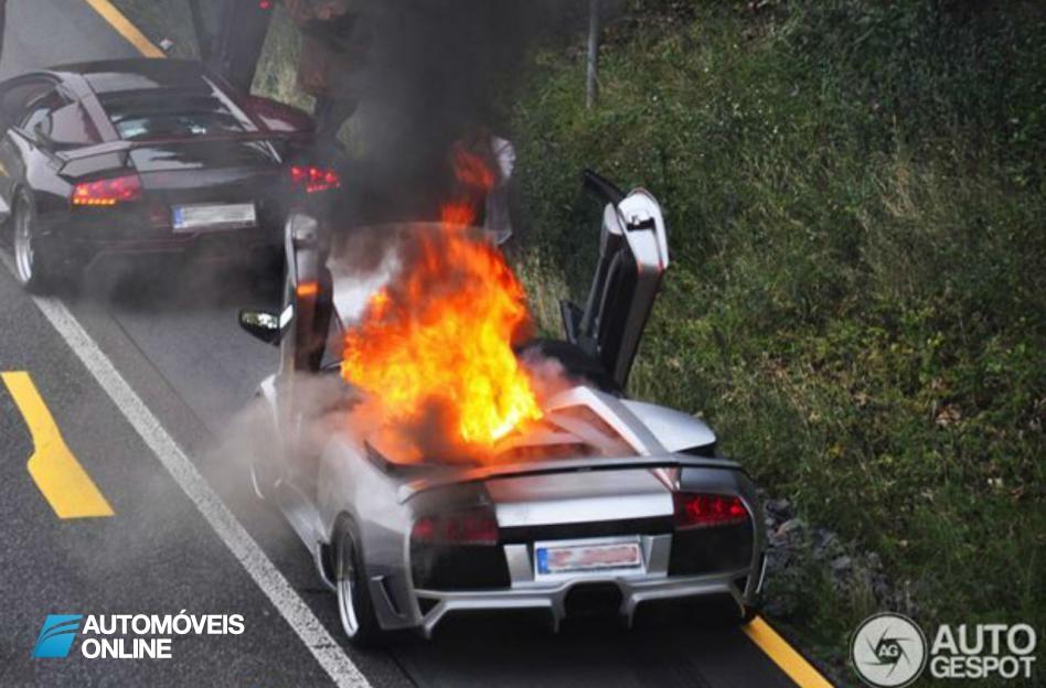 Lamborghini Murcielago_vista_cima_em_chamas