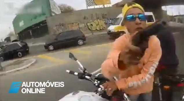 No Brasil, assalto violento acaba mal para o ladrão!