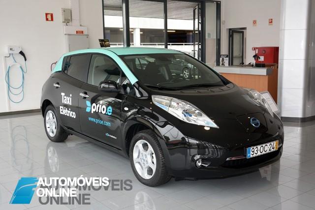 Taxi_nissan Leaf electrico porto
