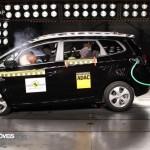 EuroNCAP 2013 Crashteste Kia Carens profile view