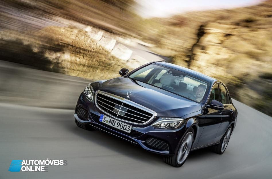 New Mercedes-Benz Classe C 2014 front street view bleu