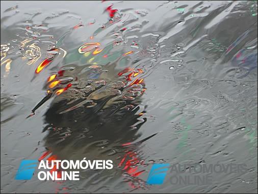 Terceiro artigo. Dúvidas do Código de Estrada! Nos dias de chuva, é ou não obrigatório ter as luzes de cruzamentos sempre ligadas?