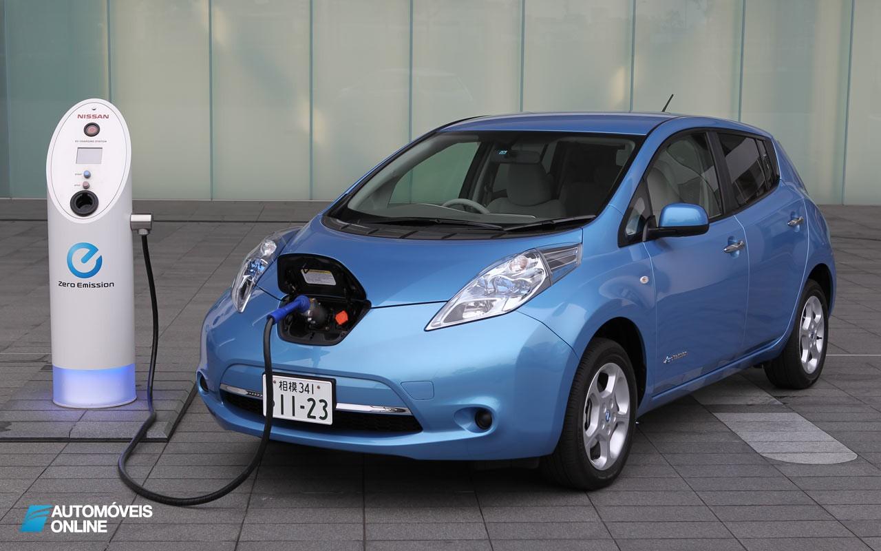 Carros eléctricos. França pagará 10 000 Euros para quem trocar seus carros antigos por veículos elétricos