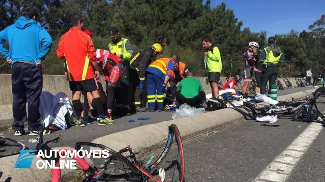 Ciclistas brutalmente atropelados por jipe na Galiza