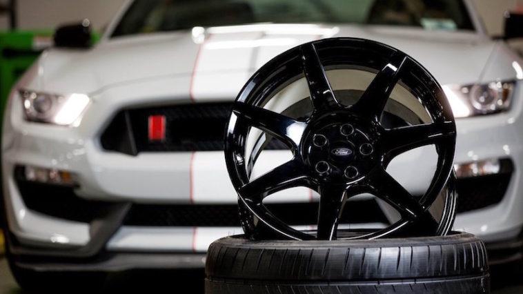 Shelby GT350R ganha prémio inovação