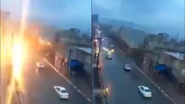 Raio atinge um carro em andamento