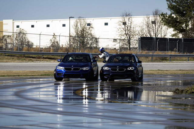 Consegue imaginar abastecer um BMW a fazer drift?
