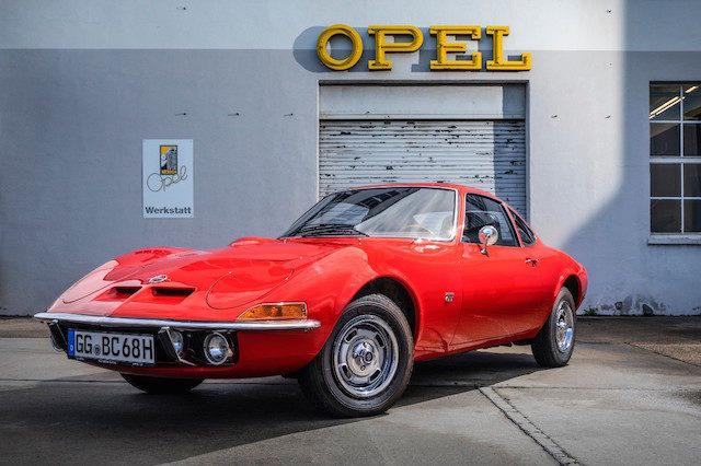 Opel GT faz 50 anos: «Nur fliegen ist schöner…»