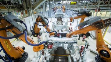 O Bailado dos 2.000 Robots da SEAT