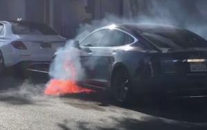 Impressionante. Vídeo regista Tesla arder
