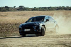 Range Rover Velar vs Porsche Macan