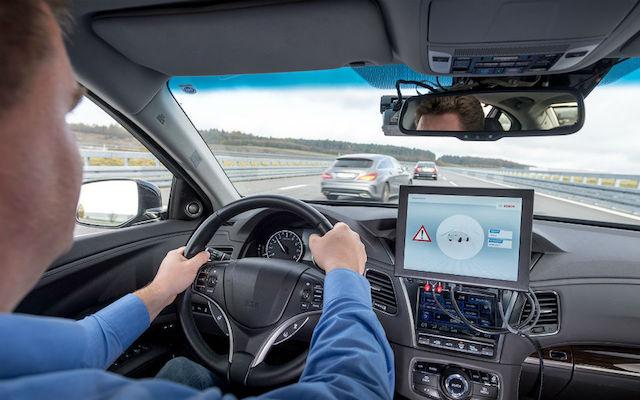 Limitador electrónico de velocidade de série nos carros novos