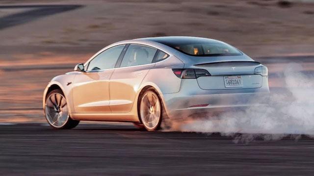 Sr. Ministro, Tesla Model 3 é mais poluente que carro a diesel