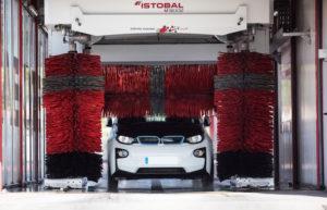 Automóvel elétrico ou híbrido. Sabe como lavá-lo correctamente?