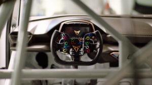 Sabe como se prepara CUPRA e-Racer para competição?
